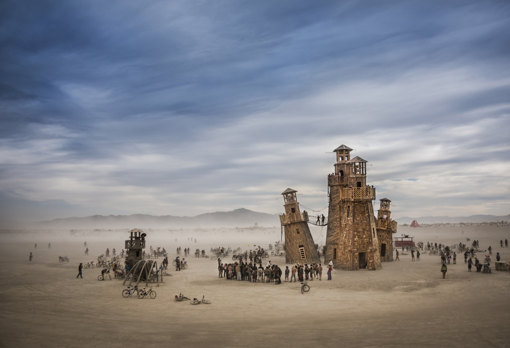 Black Rock Lighthouse Service no Festival Burning Man, Nevada, EUA, fotografia de Tom Stahl