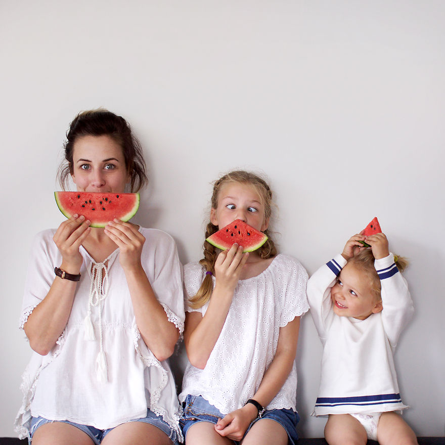 mom-two-daughters-all-that-is-three-5878d9dfe6ee2__880