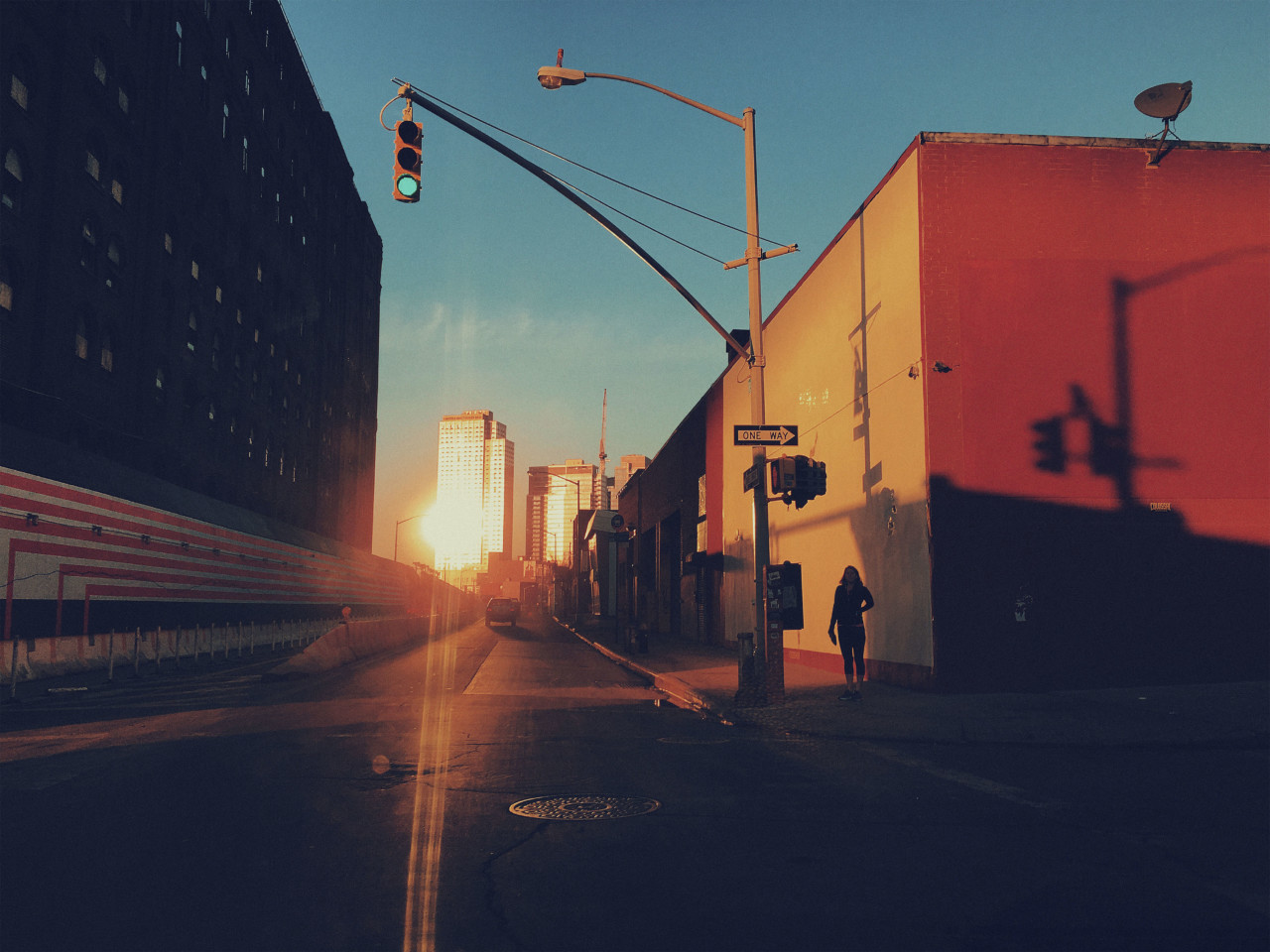 USA. Brooklyn, NY. 2016. Sunset on Kent Avenue and South 3rd in Williamsburg. Barricades line the Domino Sugar factory construction site.