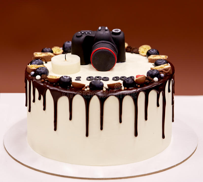 photographers-birthday-cake-photo-camera-top-creative-80057269